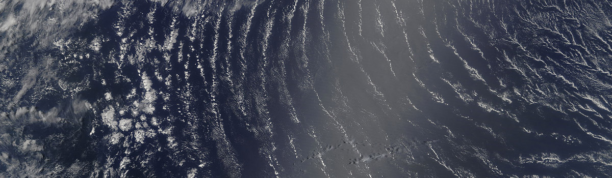 Wave clouds in the central Atlantic Ocean