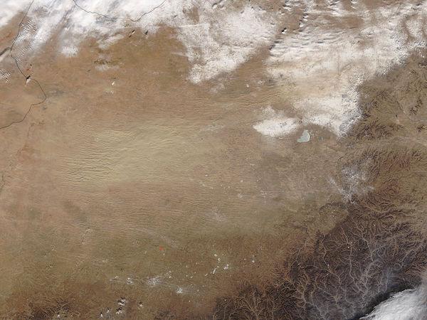 Dust storm in the Gobi Desert (morning overpass)